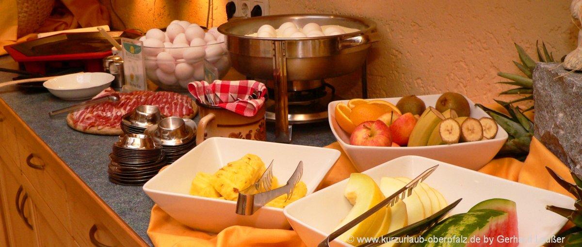 zimmer-mit-frühstück-oberpfalz-übernachtung-buffet-essen